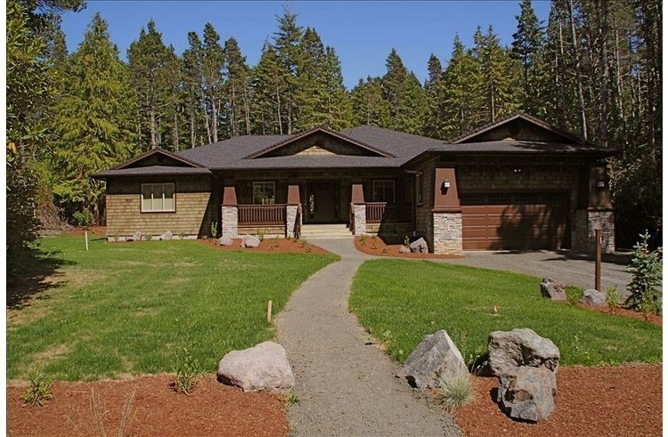 By Bandon Dunes, just 2 minutes from the clubhouse on an acre of land.