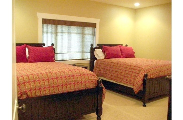 4 Master Suites with 2 queen beds in each. Plush, expensive mattresses!